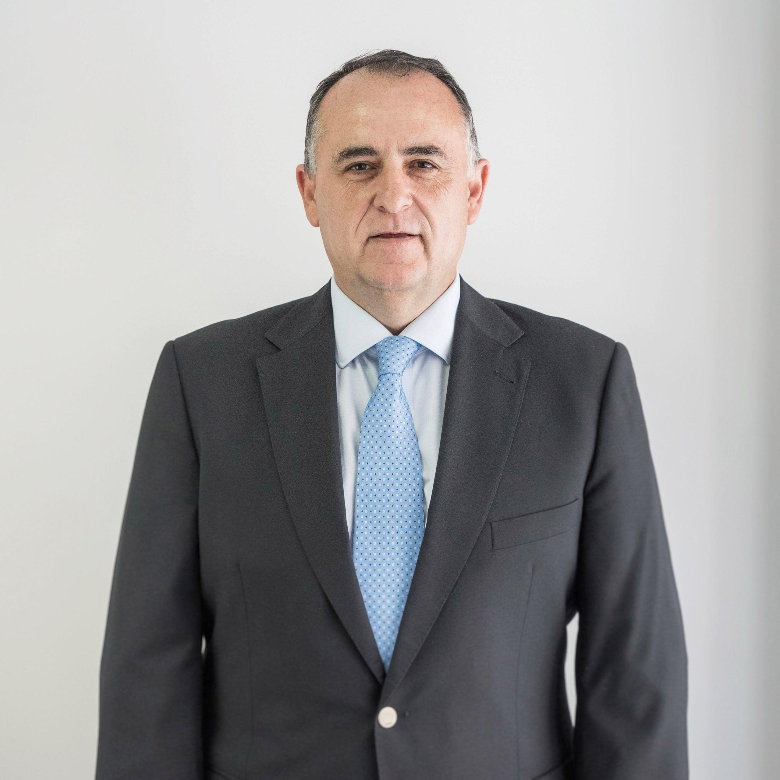Carmelo Rives