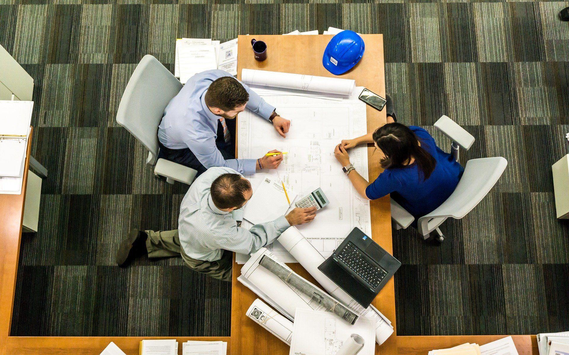Derecho a la prestación por cese de actividad compatible con el trabajo por cuenta propia.